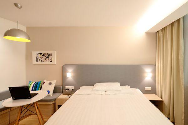 hotel-1330847_1920
